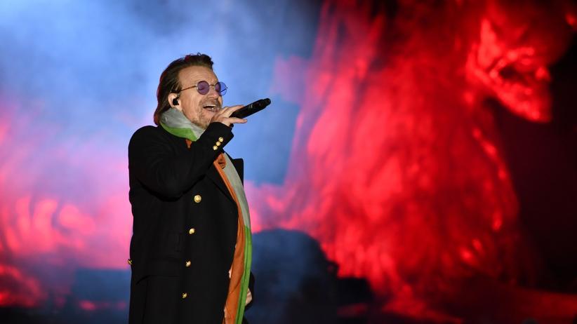 Bono: Bono am Trafalgar Square in London am 11. November