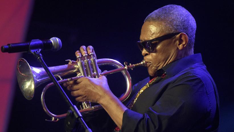 Südafrika: Jazzlegende Hugh Masekela gestorben