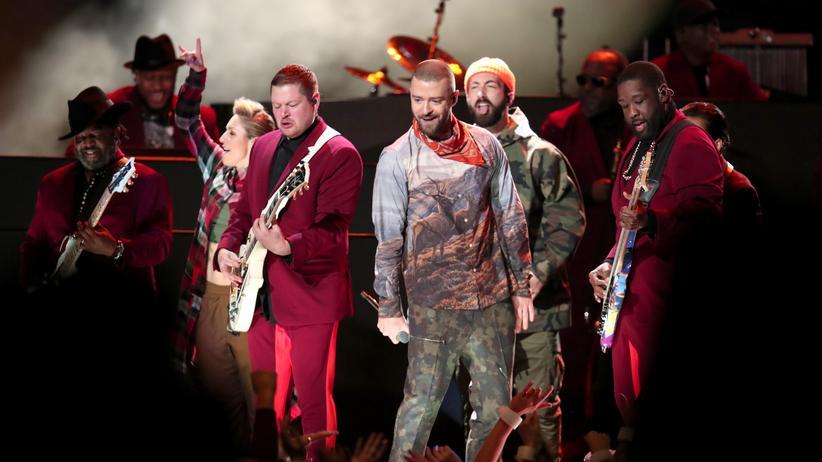 Justin Timberlake: Tarnfleck für den Country-Appeal: Justin Timberlake mit seiner Band beim Super Bowl