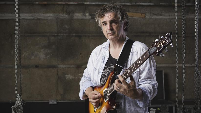 King Crimson: Schon als Junge beschloss er, dass er irgendwann Teil von King Crimson sein wollte: der Gitarrist und Sänger Michael Jakszyk.