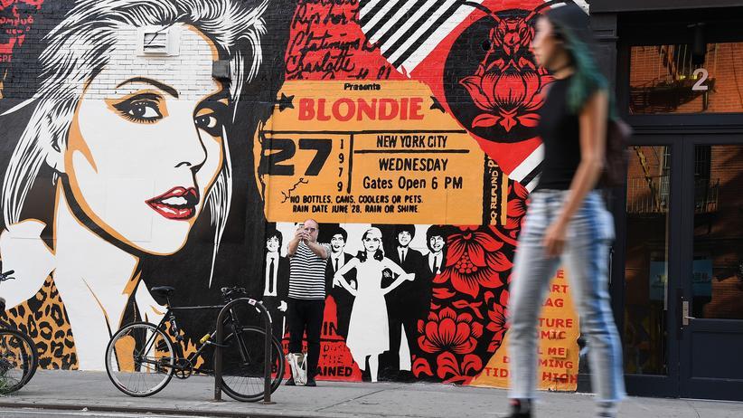 Popmusik: Blondie forever –ein Mauergemälde des Künstlers Shepard Fairey in New York
