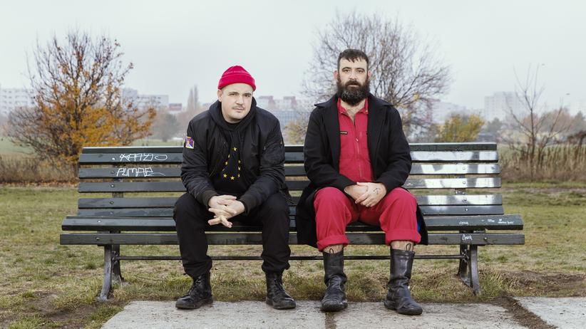 Modeselektor und Diplo: Die EU-Flagge auf schwarzem Trauerflor: Gernot Bronsert (links) und Sebastian Szary von Modeselektor