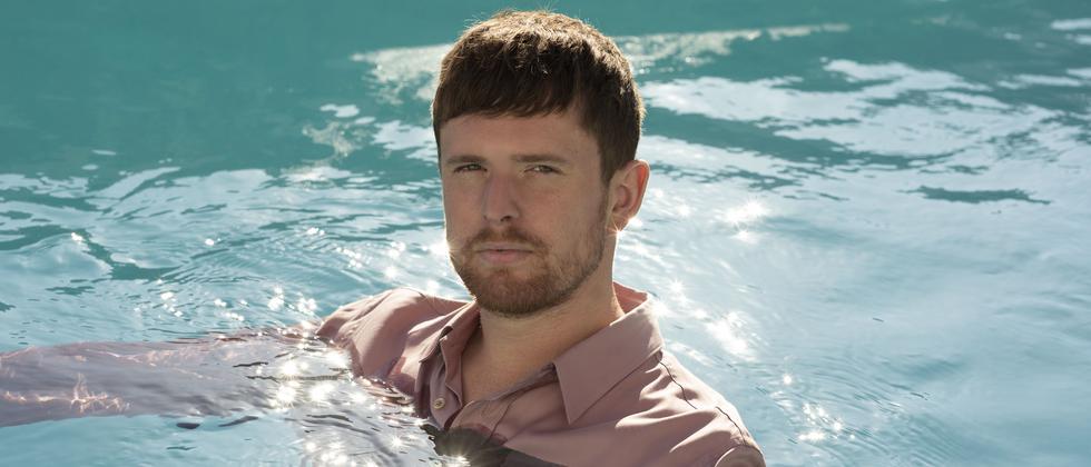 James Blake: Pack die Badehose ein