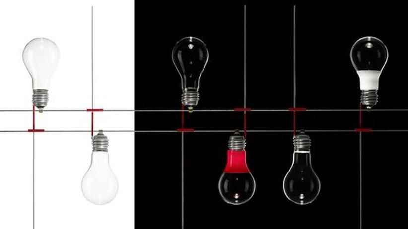 Messe light + building : Hommage an die gute, alte Glühbirne: Die Lampeninstallation Hoi Polloi von Ingo Maurer