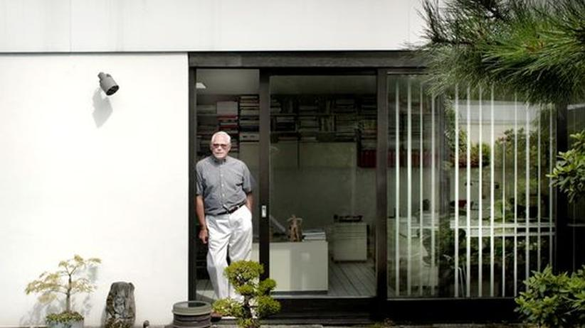 Dieter Rams: Dieter Rams vor seinem –selbst entworfenen – Haus
