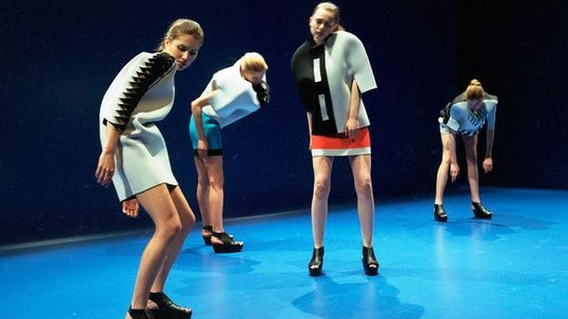 """Tanztheater """"Sensation"""": Mode macht Körper"""