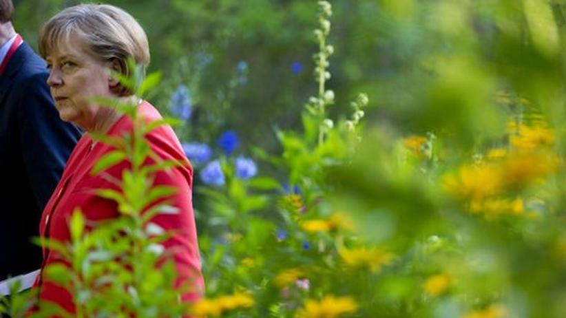 Gartenkultur: Die Kanzlerin Angela Merkel im Garten der Villa Liebermann am Wannsee