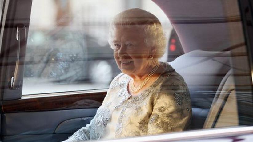Thronjubiläum: Sie saß in einer schwarz glänzenden Limousine: Königin Elizabeth II. vor wenigen Tagen in London