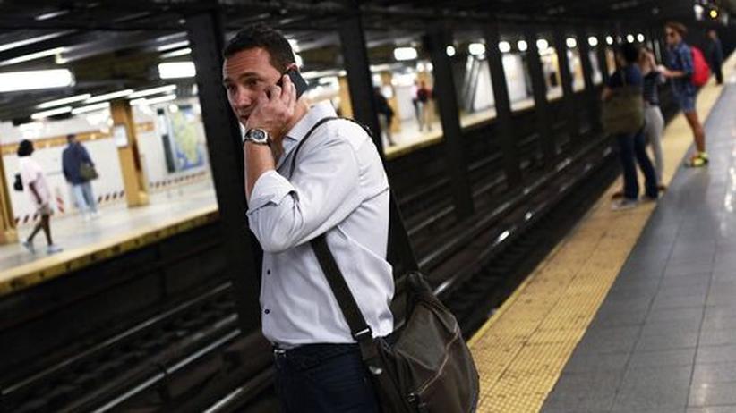 New York: Überall ist Netz: Die New Yorker können auch in der U-Bahn telefonieren und surfen.
