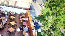 Stadtraum mit hoher Lebensqualität: eine ruhige Restaurantterrasse in Chicago