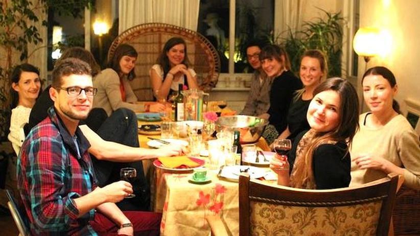 Nachbarn am Ende des Running Dinners in Berlin-Friedrichshain