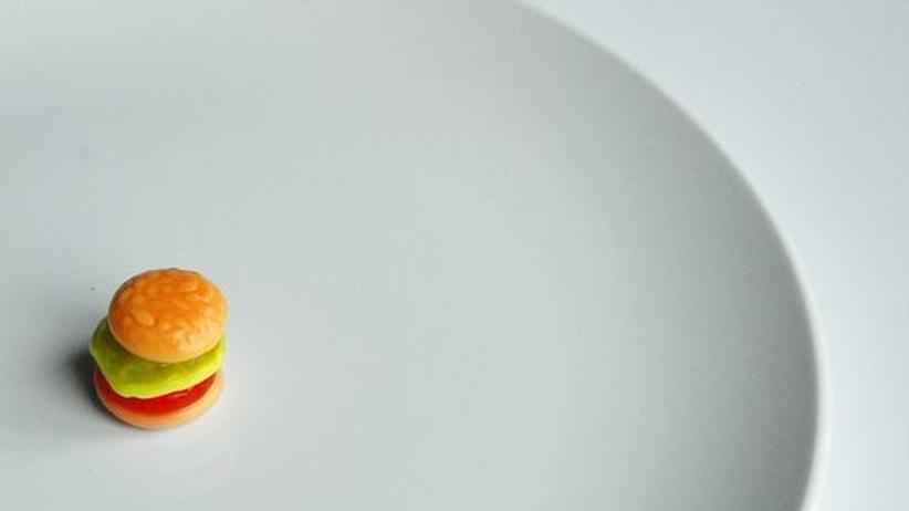 Fasten: Über die Wirkung des Fastens liefern sich Ernährungswissenschaftler seit langem erbitterte Debatten