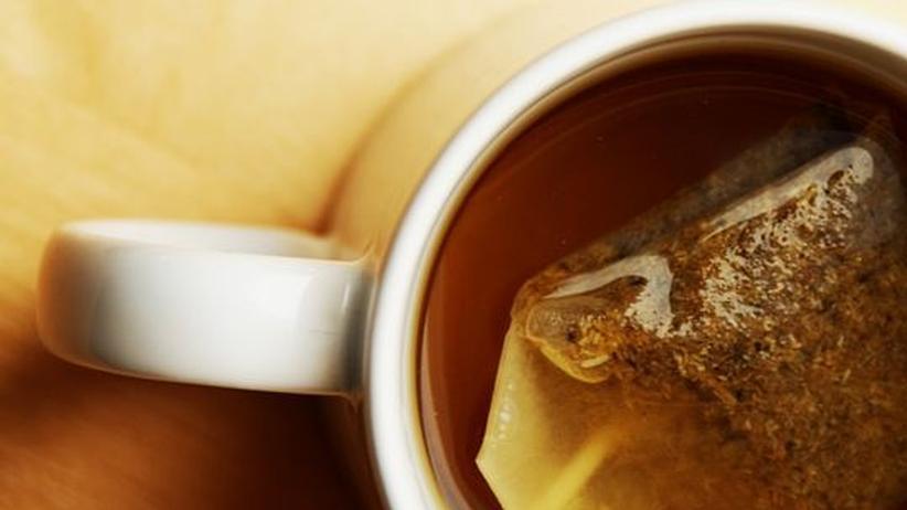 """Kräutertee: Seit dem 18. Jahrhundert werden in Deutschland auch Früchtetees und Aufgüsse aus Kräutern als """"Tee"""" bezeichnet"""