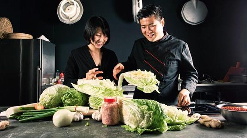 Wochenmarkt: Diesen Kohl verwandeln Young-Mi Park-Snowden und In-Sen Choi in das scharfe Kimchi.
