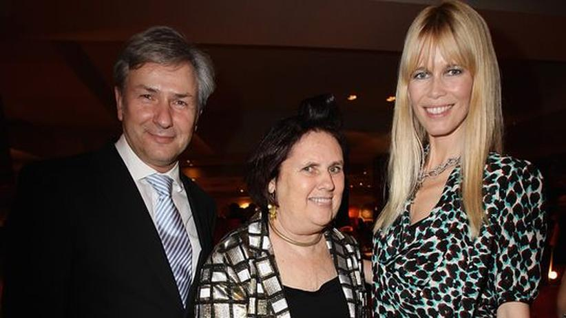 """Luxus-Konferenz """"Techno Luxury"""" : Die drei prominentesten Vertreter der Konferenz """"Techno Luxury"""" in Berlin. Bürgermeister Klaus Wowereit, Modekritikerin Suzy Menkes und Model Claudia Schiffer"""