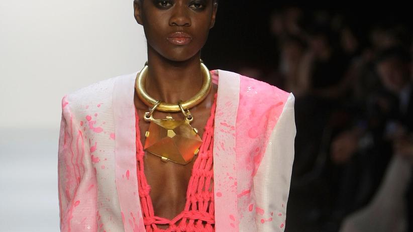 Höhepunkte der Berlin Fashion Week: Pailletten und Pelze