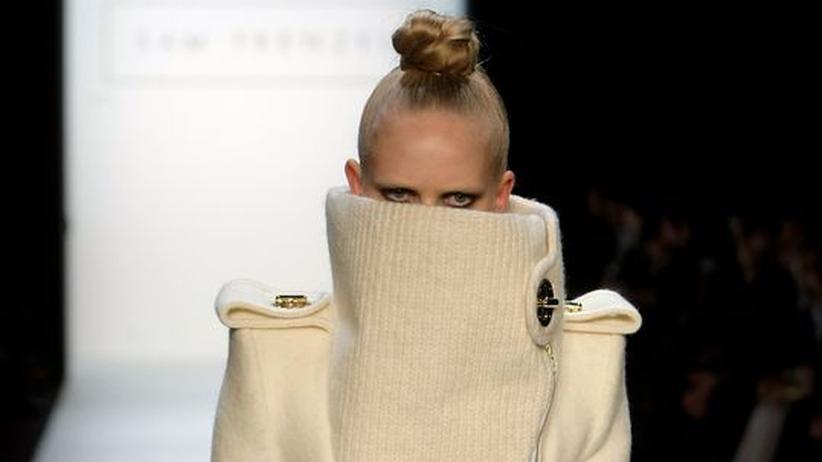 Berlin Fashion Week: Um die Fotostrecke von Sam Frenzels Schau auf der Fashion Week zu sehen, klicken Sie bitte auf das Bild