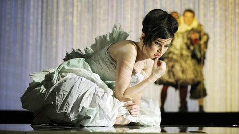 Christian Lacroix: Die Sopranistin Anna Prohaska in der Rolle der Agrippina, gekleidet in ein Kostüm von Christian Lacroix