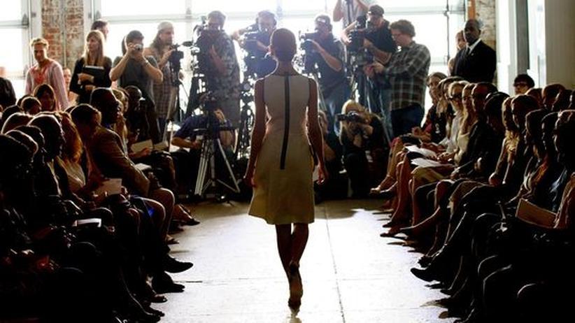 Modeblogs: Einst waren Modeblogger nicht gefragt bei den Couture-Schauen, heute sitzen sie zum Teil schon in der ersten Reihe