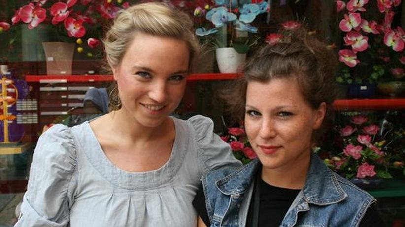 """Modeblog Les Mads: Die Modebloggerinnen Julia Knolle (li.) und Jessica Weiß von """"Les Mads"""""""