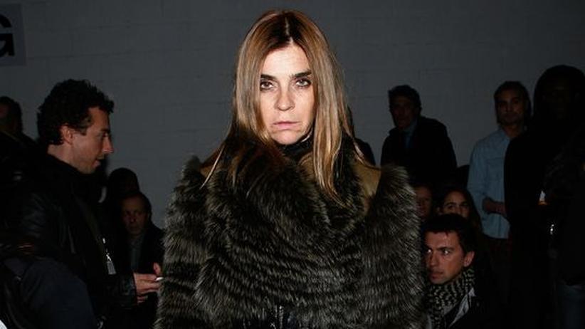 """Vogue-Chefin Carine Roitfeld: Aus der Ferne wirkt sie durchaus arrogant: Carine Roitfeld, Chefin der französischen """"Vogue"""", während der New York Fashion Week"""