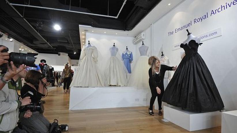 Auktion in London: Abendkleid von Prinzessin Diana erzielt Höchstpreis