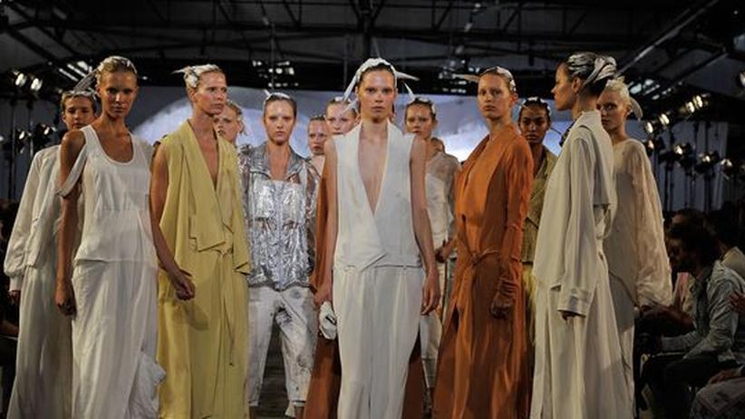 Modewoche New York: Der neue Stardesigner Alexander Wang präsentierte seine Kollektion für das Frühjahr 2011 im Pier 94 in New York