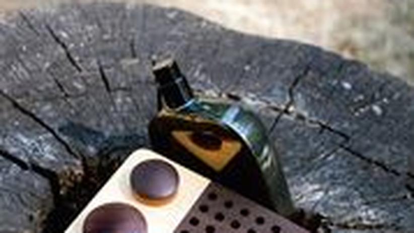 Stilkolumne: Vielleicht wächst da noch etwas: das Wooden Radio (120 Rueo) und Comme des Garcons's neues Parfüm Wonderwood (87 Euro)