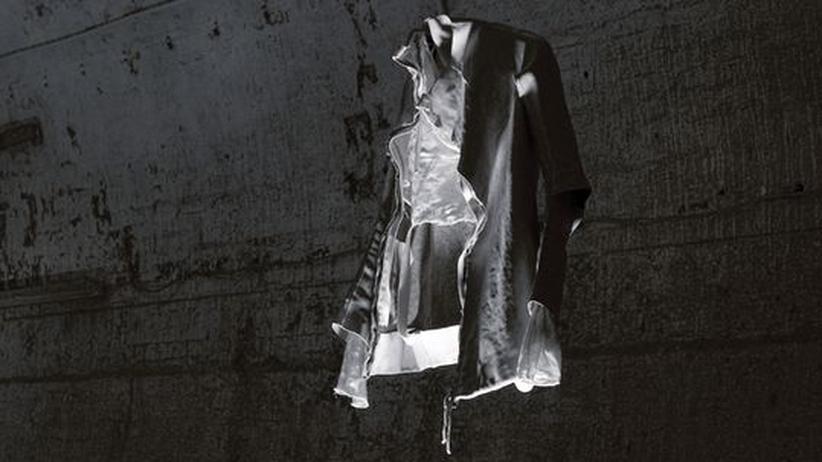 Designer Boris Bidjan Saberi: Sieht aus wie aus einem Film von Tim Burton: transparente Lederjacke von Boris Bidjan Saberi