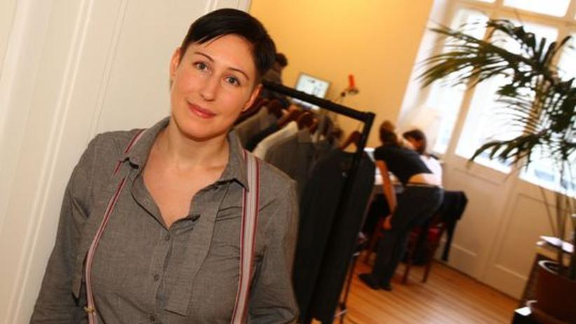 Ökomode: Die strenge Chefin. Magdalena Schaffrin hat sich selbst hohe Standards gesetzt, manche Qualitätssiegel sind ihr nicht konsequent genug. In ihrem Neuköllner Modelabor entsteht seit 2007 ökologisch Unbedenkliches