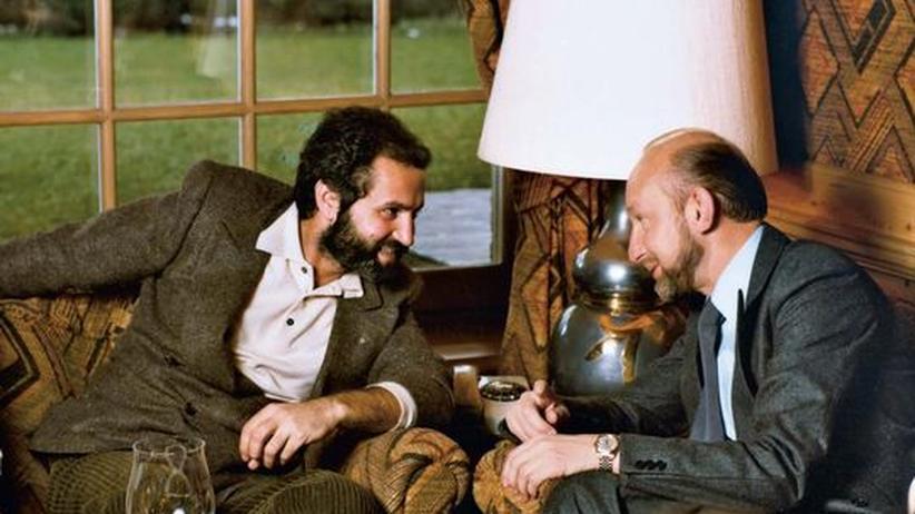Albert Eickhoff: Albert Eickhoff, 75, hier 1978 im Gespräch im Gianni Versace (links) ist einer der wichtigsten deutschen Mode-Einzelhändler.