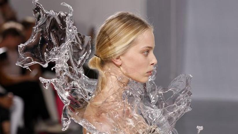 """Designerin Iris van Herpen: """"Es geht um das Gefühl beim Fallschirmspringen"""""""