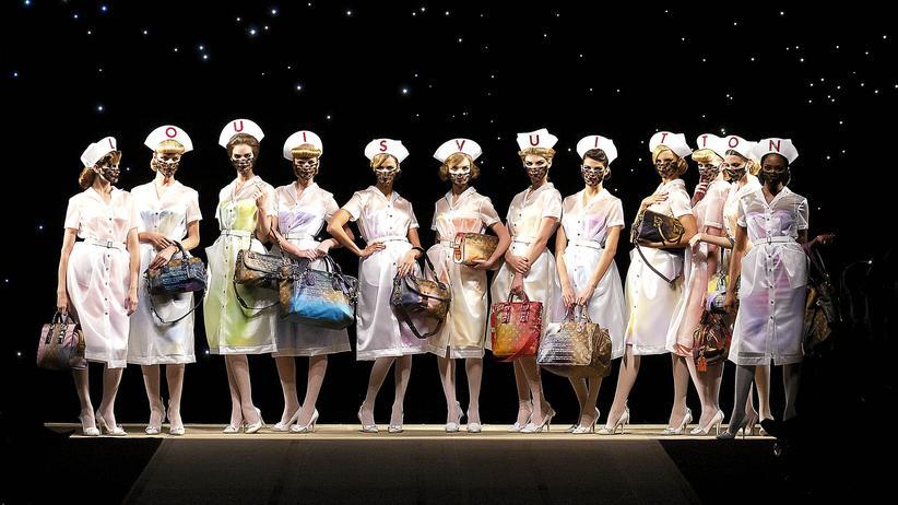 Mode-Ausstellung: Der Arztroman als Accessoire
