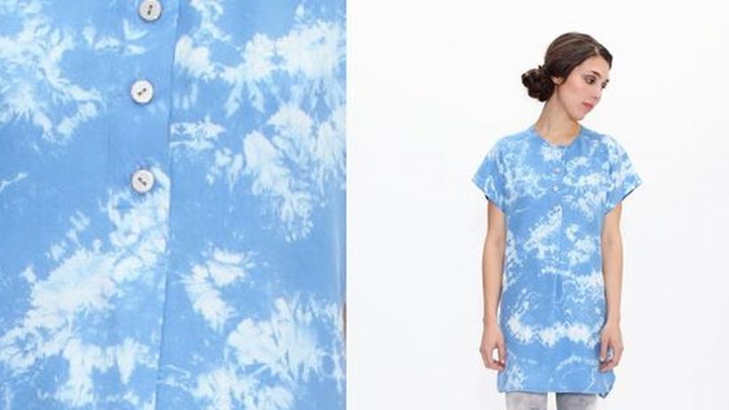 Batik-Mode: Wölkchen ziehen übers Seidenhemd