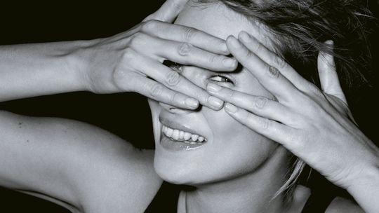 Guckt Kate Moss anders in das Objektiv einer Frau? Ein Porträt von Camilla Akrans