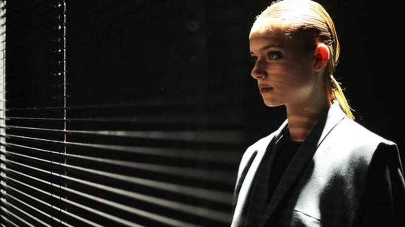 05c5d233cad5da Berlin Fashion Week: Isabell De Hillerin präsentierte ihre puristische und  nachhaltig orientierte Mode im Studio