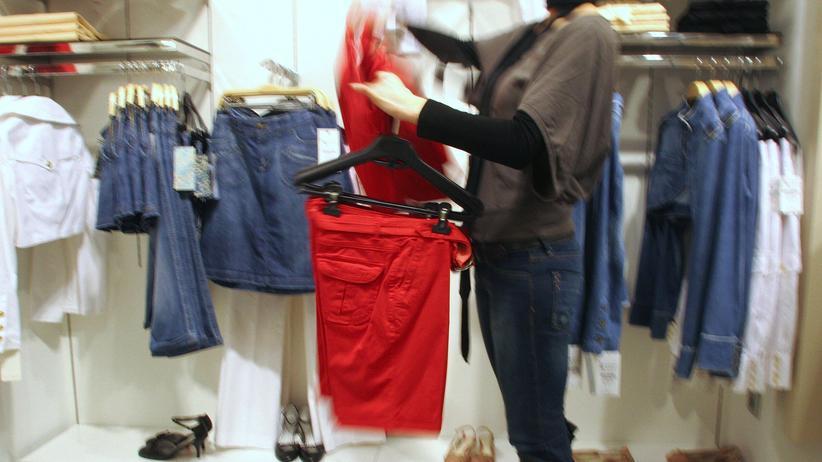 Textilindustrie: Eine Zara-Filiale in Spanien: Auch die Mitarbeiter der großen Modeketten machten Druck für mehr Arbeiterschutz.
