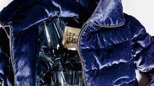 Royales Blau trägt die Frau: Samtjacke von Herno