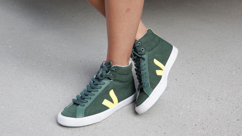 70abf37a60d967 Faire Mode  Grüner Schuh  Die Sneaker von Veja sind aus pflanzlich  gegerbtem Leder oder
