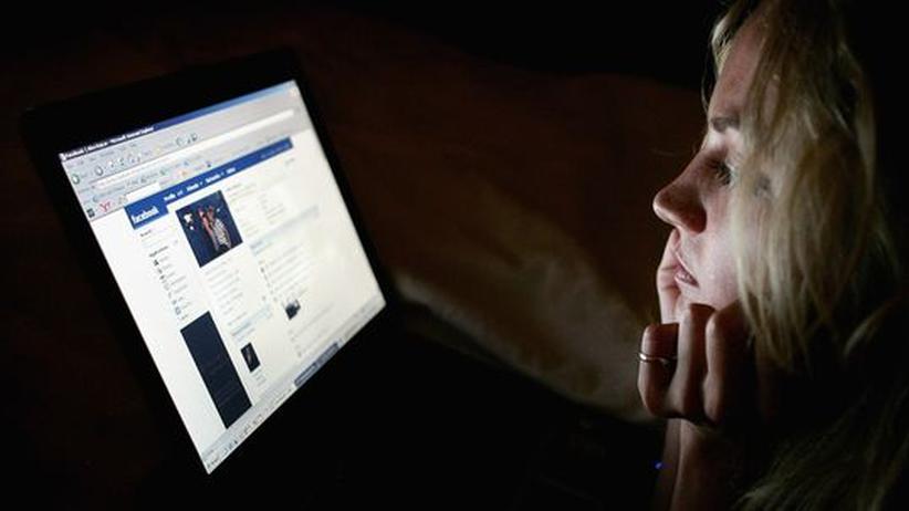Soziale Netzwerke: Partnersuche auf der Pinnwand