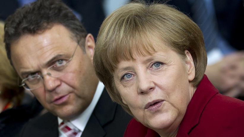 Überwachung im Netz: Bundeskanzlerin Angela Merkel und Innenminister Hans-Peter Friedrich (Archiv)