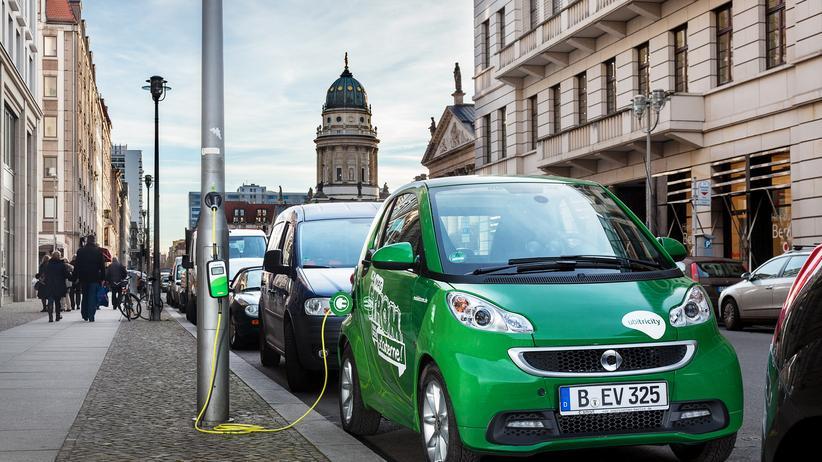 Elektroauto: Laden an einem Lichtmast