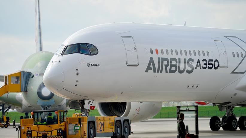 Airbus: Der neue A 350 XWB auf dem Werksgelände in Hamburg