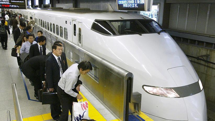 Shinkansen-Zug an einem Bahnsteig in Tokio (Archivbild)
