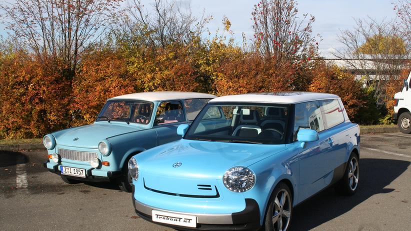 Ein alter Trabant und der New Trabant (rechts)