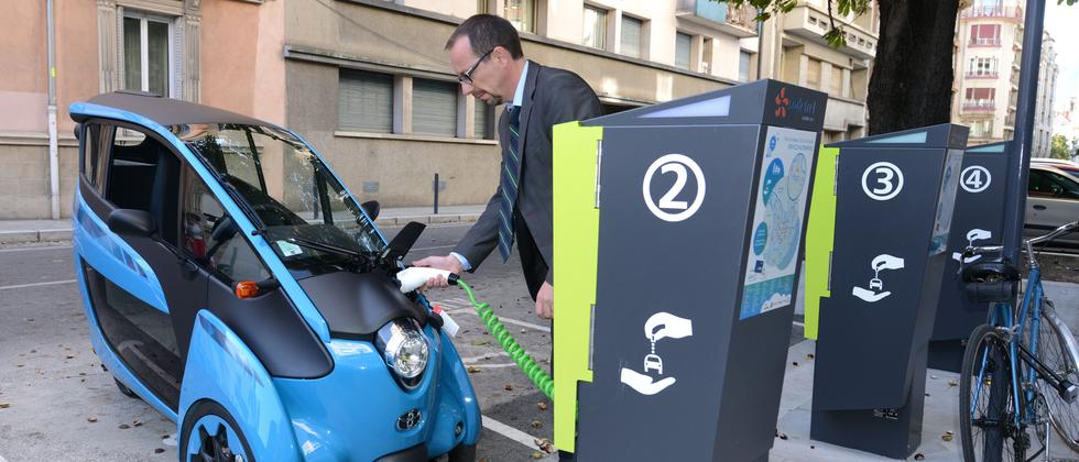Carsharing-Auto i-Road von Toyota in Grenoble