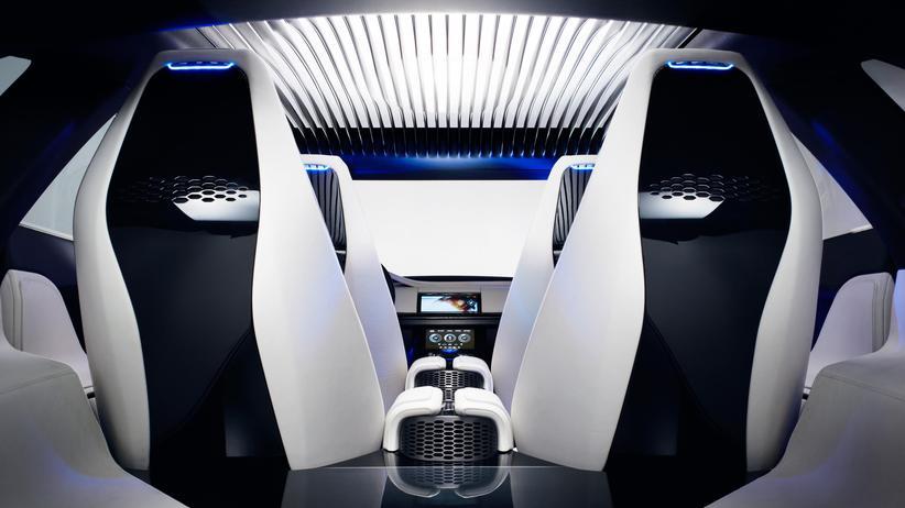 """Blick ins Konzeptfahrzeug C-X17: Jaguar erhielt dafür den Preis """"Interieurdesign des Jahres""""."""