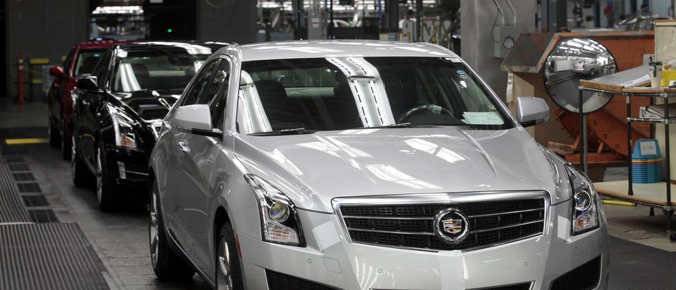 Ein Cadillac ATS verlässt das Fließband im Werk in Lansing im US-Staat Michigan.