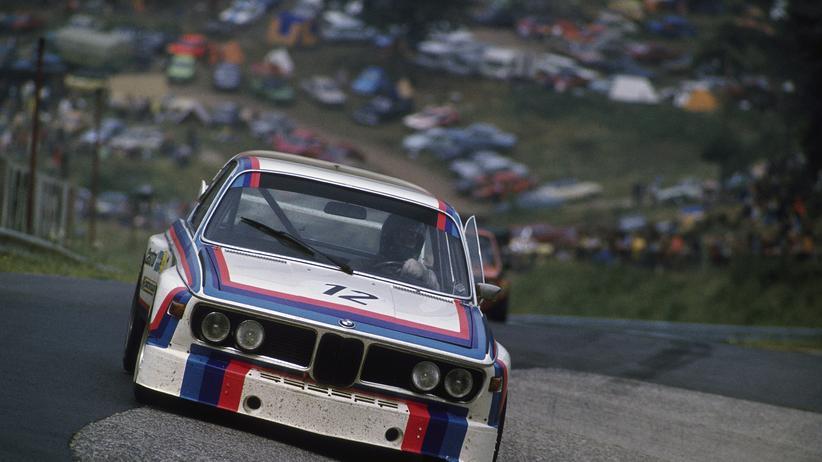 Ein BMW-Tourenwagen auf der Nordschleife des Nürburgrings