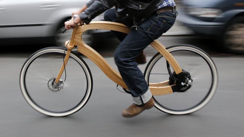 """Elektrofahrrad: Sieht stark aus, fährt auch noch elektrisch. Das """"Wooden-E-Bike"""" erscheint leider erst im Frühjahr 2015."""